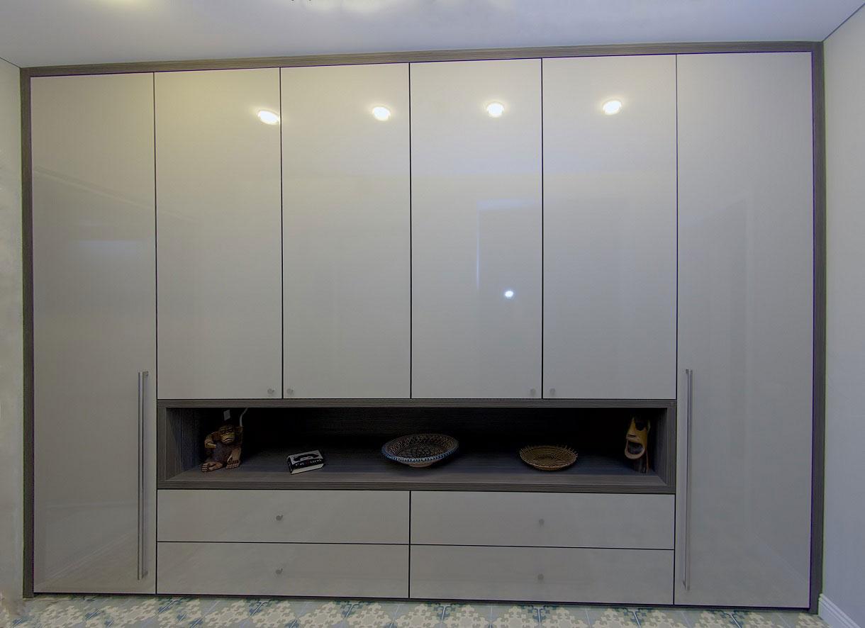 Spintos dizainas primena svetainės baldą.
